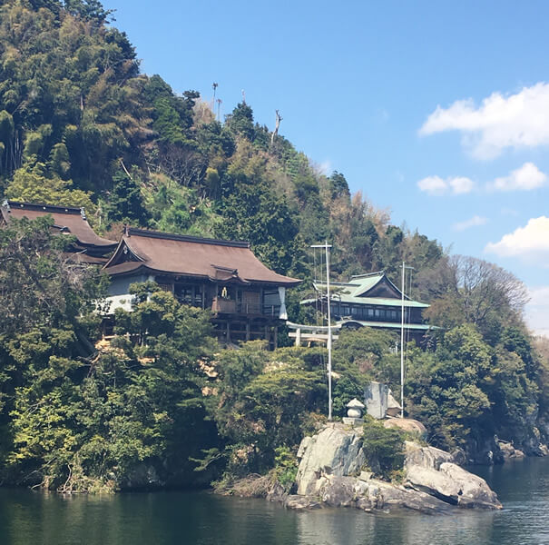 竹生島 龍神拝所