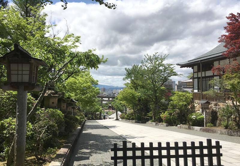 伊奈波神社 のぼり坂